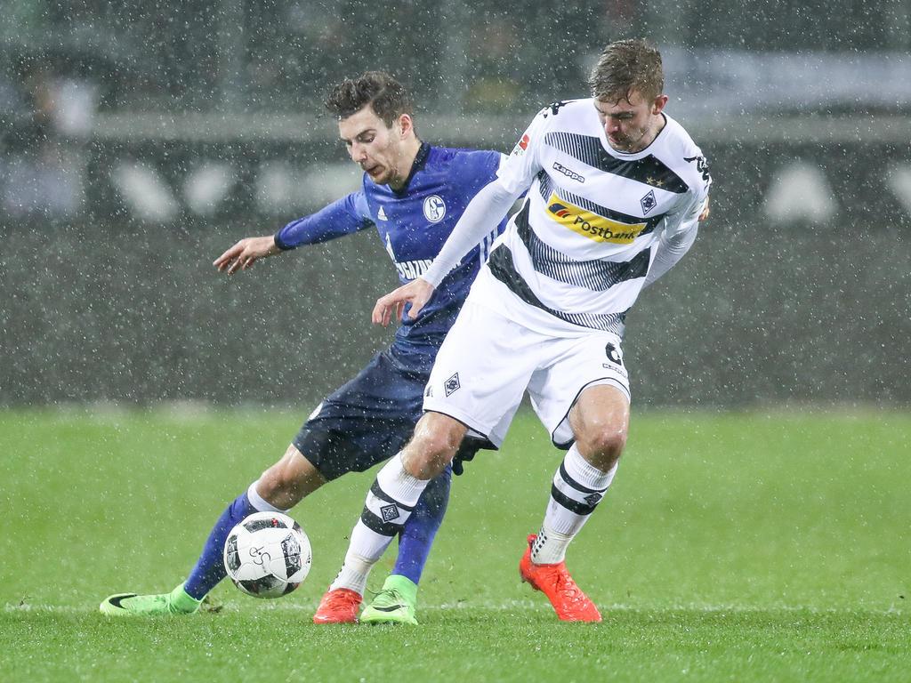 Christoph Kramer (r.) will mit der Borussia gegen Schalke gewinnen