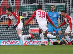 Michael Gregoritsch celebra su gol al Eintracht. (Foto: Getty)