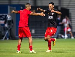 Khalid Karami (r.) viert de 1-0 met reservespeler Anouar Hadouir (l.) tijdens het competitieduel Excelsior - Heracles Almelo (10-09-2016).