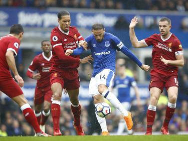 Vier LFC-Akteure können Evertons Cenk Tosun nicht aufhalten
