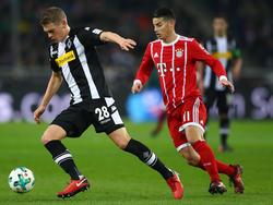 Bayern Münchens James Rodríguez (re.) musste in Gladbach ausgewechselt werden