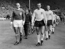 Jimmy Armfield (r.) gehörte zu den englischen Weltmeistern von 1966