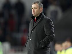 René Hake coach zijn FC Twente in het uitduel met PSV. (05-11-2016)