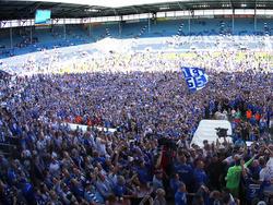 Im Stadion verlief die Aufstiegsfeier des 1. FC Magdeburgs noch friedlich