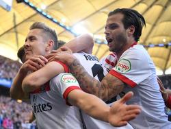 Der Treffer von Lewis Holtby (l.) macht dem HSV wieder Mut