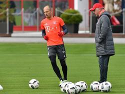 Trainer Carlo Ancelotti (r.) braucht mit dem FC Bayern München mal wieder ein Erfolgserlebnis