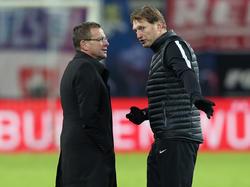 Kann Ralf Rangnick (l.) seinen Trainer Ralph Hasenhüttl von einem neuen Vertrag überzeugen?