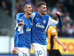 Dominick Drexler (l.) besorgte das 2:0 für Holstein Kiel