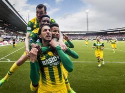Nasser el Khayati (l.) schiet op schitterende wijze de 0-1 binnen bij Sparta Rotterdam - ADO Den Haag. (23-04-2017)