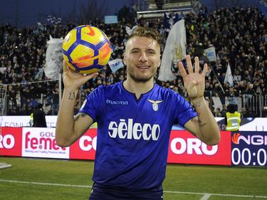 Immobile se lleva el balón con el que anotó los cuatro tantos. (Foto: Getty)
