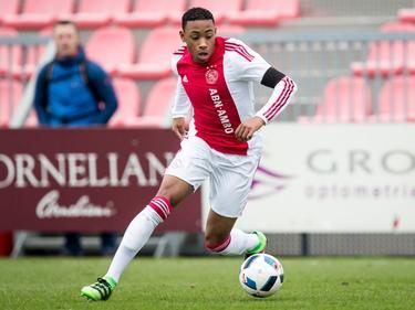 Juan Familia-Castillo, speler van Ajax B1, laat zich zien tijdens de Future Cup in Amsterdam. (28-03-2016)