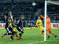 Roman Bürki (r.) sicherte dem BVB drei Punkte