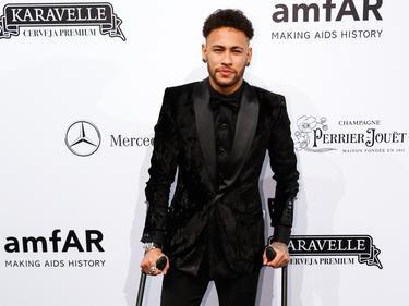 Noch auf Krücken, aber schon auf dem Weg der Besserung: Neymar