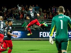 Luigi Bruins kan zijn geluk niet op nadat hij voor Excelsior heeft gescoord tegen PSV. (24-09-2016)