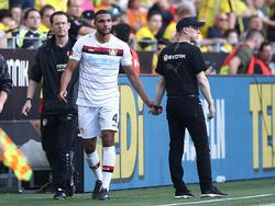 Jonathan Tah musste gegen den BVB verletzt vom Feld