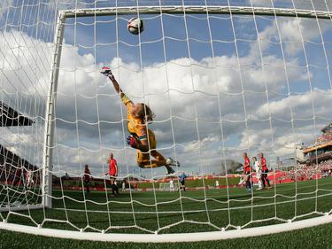 La inglesa Bronze metió el segundo gol para su equipo con un espectacular golpeo. (Foto: Getty)