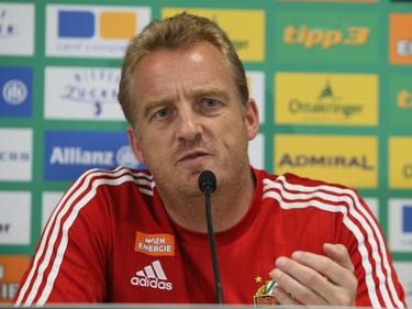 Mike Büskens hat gegen Torpedo Zhodino seinen ersten Europacup-Einatz mit Rapid