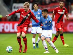 Julian Brandt (li.) bleibt langfristig Leverkusener