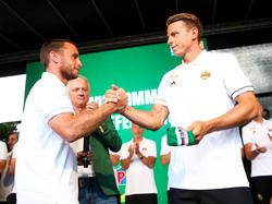 Steffen Hofmann gibt die Kapitänsschleife beim SK Rapid an Stefan Schwab weiter