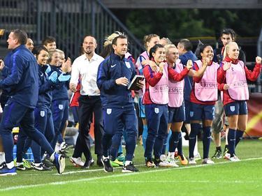El banquillo inglés celebra la victoria ante España. (Foto: Imago)