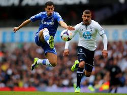 Am 6. Spieltag der englischen Premier League liefern sich Chelseas Eden Hazard (l.) und Tottenhams Kyle Walker einen harten Zweikampf.