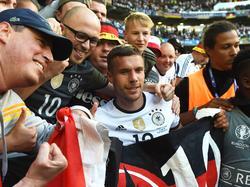 Podolski wurde nach dem Spiel von den Fans gefeiert
