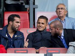 Kostas Lamprou (l.), Wesley Verhoek (m.) en John Goossens (r.) kijken vanaf de tribune naar de wedstrijd Feyenoord - FC Utrecht. (24-08-2014)