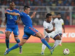 Lúcio (l.) spielt eine weitere Saison in Indien