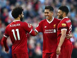 Roberto Firmino (M.) und Mohamed Salah (l.) wollen mit Liverpool ins Finale der Champions League