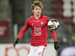 Odysseus Velanas heeft de bal tijdens het competitieduel Jong FC Utrecht - Almere City FC (28-11-2016).