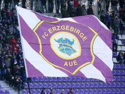 Das Duell zwischen Erzgebirge Aue und Schalke 04 startet am 29. Juli um 15 Uhr