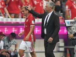 Lahm (l.) ist einer von drei Spielern, die Ancelotti fehlen werden