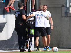Sturm-Torjäger Bright Edomwonyi musste beim Testspiel gegen den SV Horn verletzt vom Platz