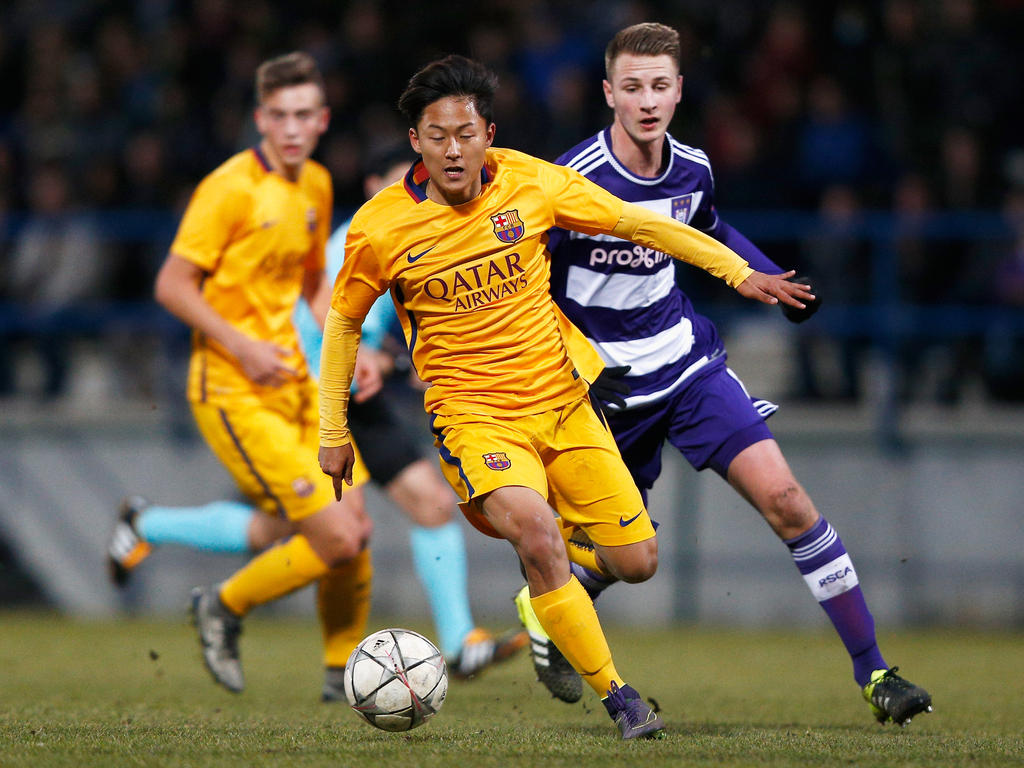 Seung-Woo Lee (l.) hat sich ins Notizbuch von Borussia Dortmund gedribbelt