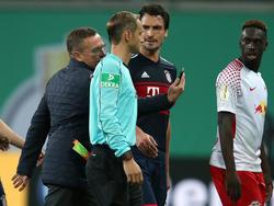 Ralf Rangnick sorgte in der Pause des Pokalspiels für Ärger