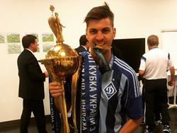 Aleksandar Dragović mit der ansehlichen Cup-Trophäe