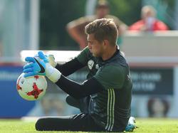 Julian Pollersbeck erlebte keinen schönen Auftakt in die U21-EM