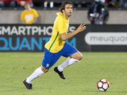 Kaká heeft balbezit tijdens het oefenduel Panama - Brazilië (30-05-2016).