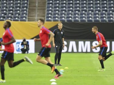 Klinsmann (hinten) und seine US-Boys spielen gegen Kuba