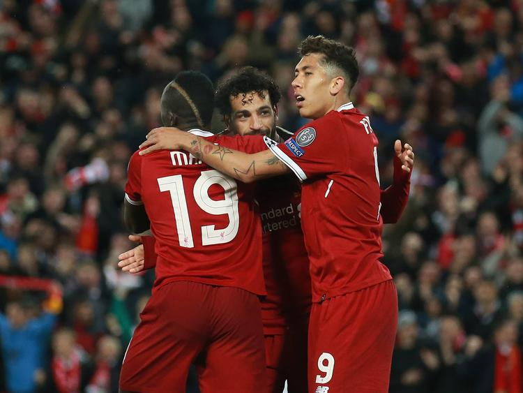 Salah celebra un tanto con sus compañeros Mané y Firmino. (Foto: Imago)