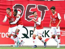 MVV spelers vieren hun feestje, nadat MVV Maastricht speler Santiago Palacios de 1-0 heeft gescoord. (18-10-2015)