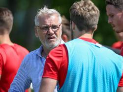 Ernst Baumeister bittet wieder auf den Fußballplatz
