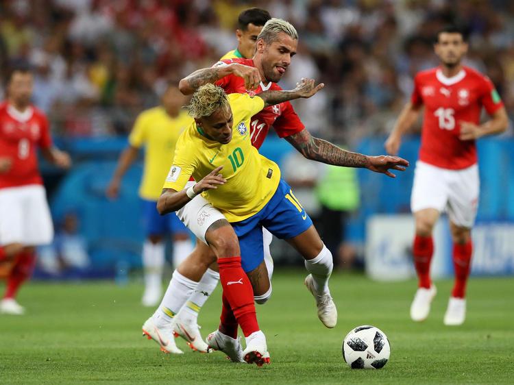 Eine Bar in Rio verspricht einen Kurzen bei jedem Neymar-Faller