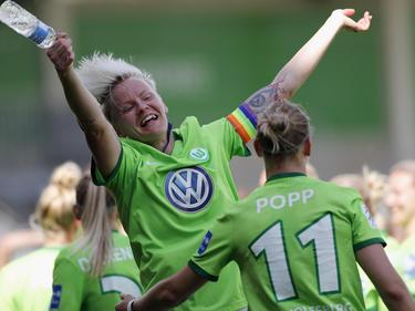 Die Spielerinnen des VfL Wolfsburg freuen sich über das Los in der Königsklasse