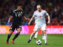 Meza (l.) debütierte für die Nationalmannschaft ausgerechnet beim 1:6 gegen Iniestas Spanier