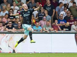 Davy Klaassen is zeer blij met zijn treffer tegen Go Ahead Eagles. (28-08-2016)