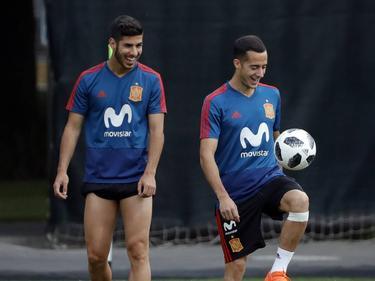 Asensio y Lucas en un entrenamiento ayer en Rusia. (Foto: Imago)