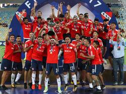 Independiente festeja el título sobre el césped. (Foto: Getty)