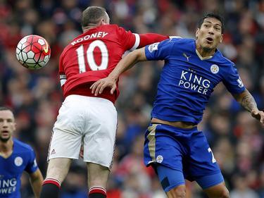 Wayne Rooney (l.) und Leonardo Ulloa kämpfen im Wembley um die erste Trophäe