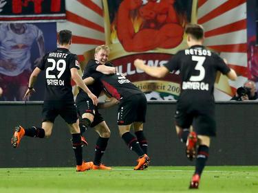 Los jugadores del Leverkusen celebran el tanto de Julian Brandt. (Foto: Getty)